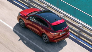 Roter Ford Kuga Draufsicht